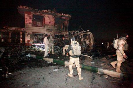 Iraq: Danh bom lieu chet tai tram xang lam 80 nguoi chet - Anh 1