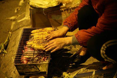 Chum anh: Nong hoi nhung mon qua vat trong dem dong Ha Noi - Anh 10