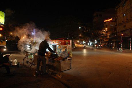 Chum anh: Nong hoi nhung mon qua vat trong dem dong Ha Noi - Anh 3