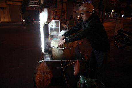 Chum anh: Nong hoi nhung mon qua vat trong dem dong Ha Noi - Anh 4
