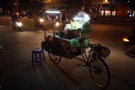 Chum anh: Nong hoi nhung mon qua vat trong dem dong Ha Noi - Anh 9