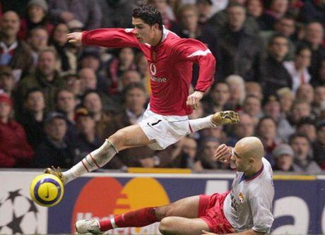 Rooney va top 10 chan sut vi dai nhat cua MU o cup chau Au - Anh 3