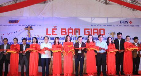 Ngu dan Quang Tri nhan them 3 tau ca vo thep - Anh 1