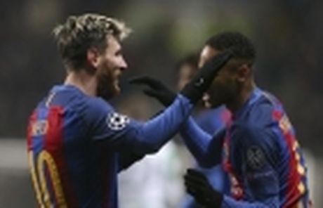 Nong: Dua ban gai ve nha, Ronaldo tinh chuyen tram nam - Anh 2