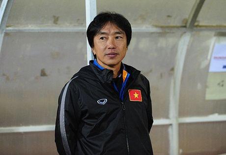 Diem tin chieu 26/11: HLV Miura tro lai Viet Nam; Thay tro Huu Thang hanh xac vi Indonesia - Anh 1