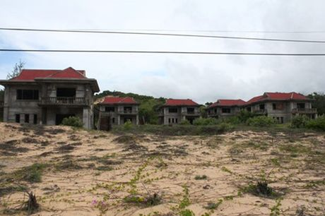 Ben trong nhung khu resort bo hoang o Viet Nam - Anh 2