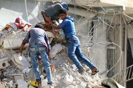 Tinh canh khon kho cua nguoi dan Aleppo trong chien tranh - Anh 1