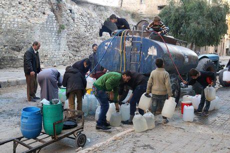 Tinh canh khon kho cua nguoi dan Aleppo trong chien tranh - Anh 7