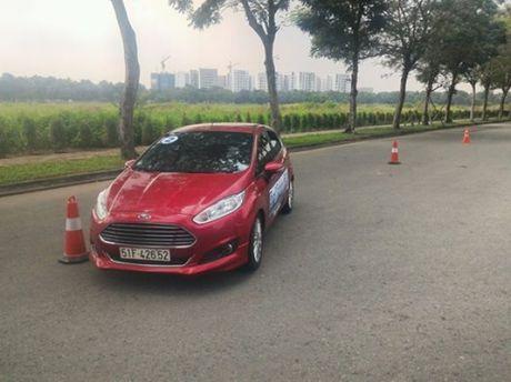 Chuong trinh dao tao Ford Driving Skills dien ra tai Tp. HCM - Anh 7