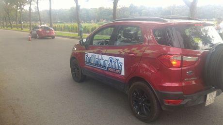 Chuong trinh dao tao Ford Driving Skills dien ra tai Tp. HCM - Anh 8