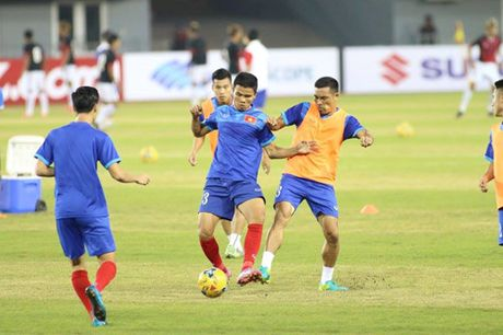TRUC TIEP AFF Cup 2016: Dinh Luat bi phat the do - Anh 2