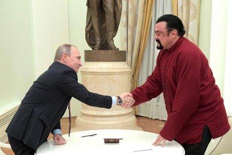 Tong thong Putin trao ho chieu cong dan Nga cho tai tu My - Anh 3