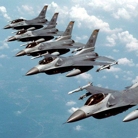 May bay Trung Quoc bay sat khong phan Nhat Ban - Anh 1