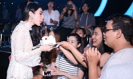 Thuy Tien duoc fan bi mat to chuc sinh nhat - Anh 3
