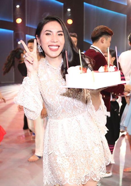 Thuy Tien duoc fan bi mat to chuc sinh nhat - Anh 4