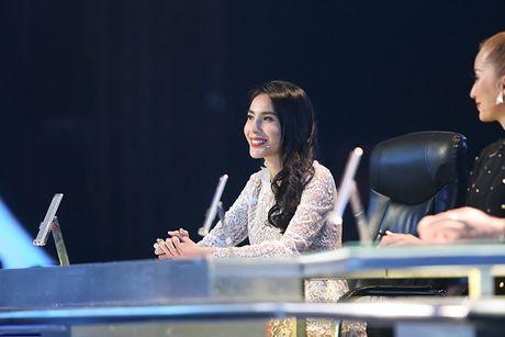 Thuy Tien duoc fan bi mat to chuc sinh nhat - Anh 7