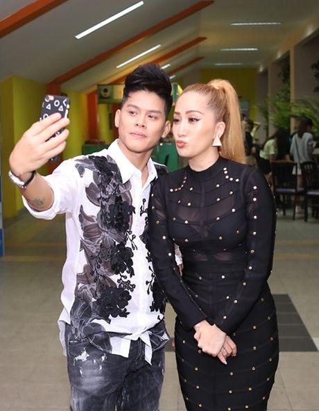 Thuy Tien duoc fan bi mat to chuc sinh nhat - Anh 9