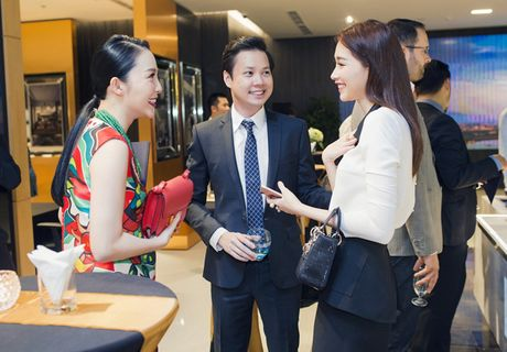 Thu Thao cong khai tinh tu voi ban trai dai gia trong su kien - Anh 4