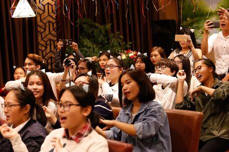 Lan Khue khoc nuc no vi tinh cam cua fans Ha Noi - Anh 2