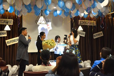 Lan Khue khoc nuc no vi tinh cam cua fans Ha Noi - Anh 3