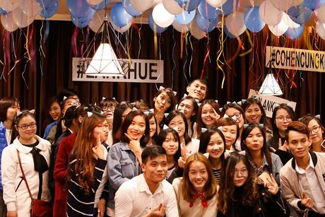 Lan Khue khoc nuc no vi tinh cam cua fans Ha Noi - Anh 9