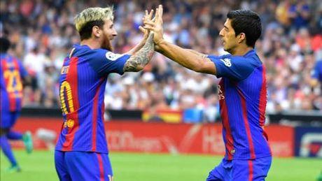 Messi gia han voi Barca: Mau chot nam o Suarez - Anh 1