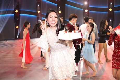Thuy Tien 'dong vai ac' o Thu thach cung buoc nhay - Anh 4
