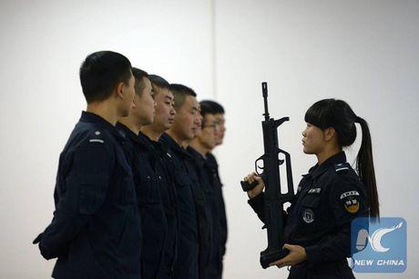 Nhin gan nu HLV dac nhiem cua cong an Trung Quoc - Anh 1