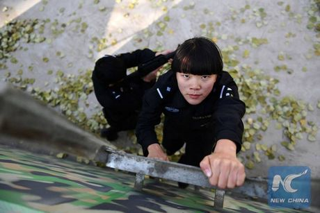 Nhin gan nu HLV dac nhiem cua cong an Trung Quoc - Anh 2
