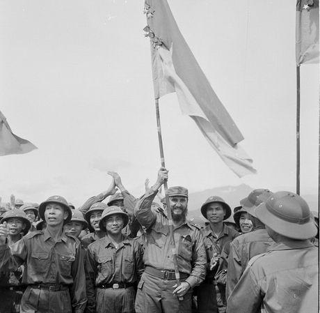 Nhung hinh anh khong the nao quen khi Fidel Castro den Viet Nam - Anh 1