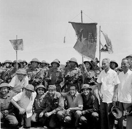 Nhung hinh anh khong the nao quen khi Fidel Castro den Viet Nam - Anh 3