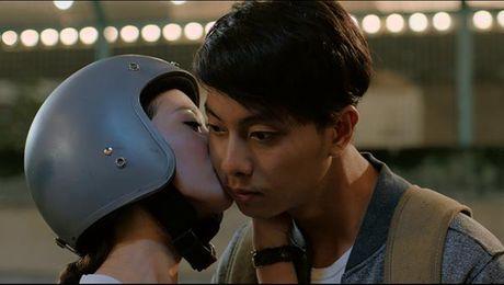 Huong Tram lay nuoc mat khan gia trong MV 'Cho em gan anh them chut nua' - Anh 2