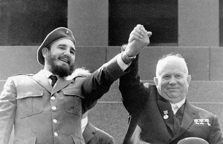 Nhung buc anh lich su ve cuu chu tich Cuba Fidel Castro - Anh 2