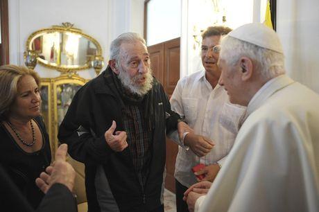 Nhung buc anh lich su ve cuu chu tich Cuba Fidel Castro - Anh 8