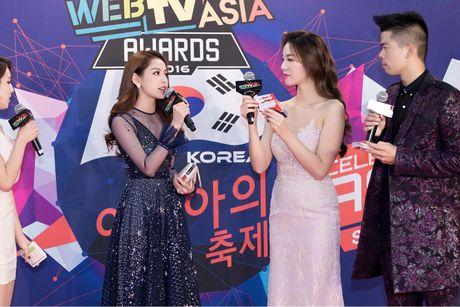 Vo chong Ly Hai-Minh Ha, Chi Pu gay an tuong tren tham do WebTV Asia Awards 2016 - Anh 6