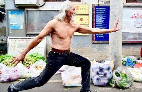 'Ong noi nong bong' 80 tuoi 'nao loan' san catwalk - Anh 6