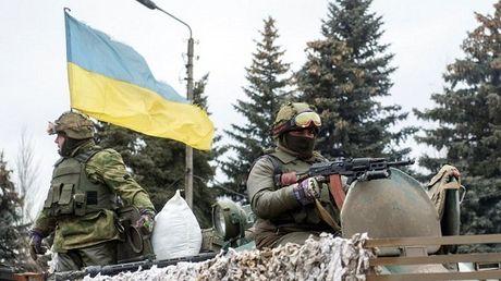 Bat chap phan doi tu Nga, Ukraine se thu ten lua gan Crimea - Anh 1
