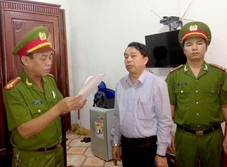 Ha Tinh: Nguyen Chu tich huyen Ky Anh va dong pham chuan bi hau toa - Anh 1