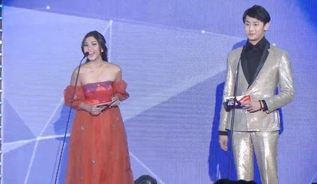 Chi Pu sanh vai cung Choi Jin Huk trao giai cho chu nhan hit 'Apple Pen' - Anh 10