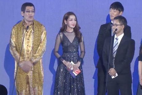 Chi Pu sanh vai cung Choi Jin Huk trao giai cho chu nhan hit 'Apple Pen' - Anh 7