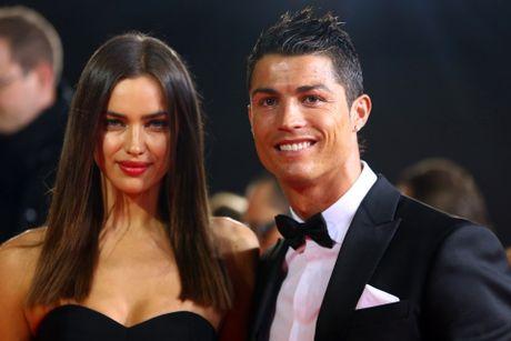 Ronaldo dua 'con dau tuong lai' ve ra mat me - Anh 3