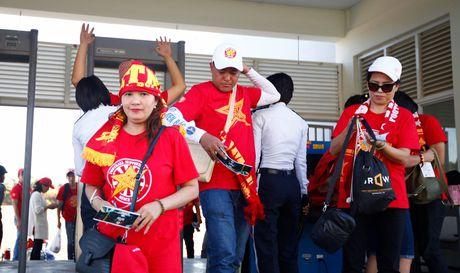 Truc tiep DT Viet Nam – Campuchia: Viet Nam mat nguoi tu rat som - Anh 2