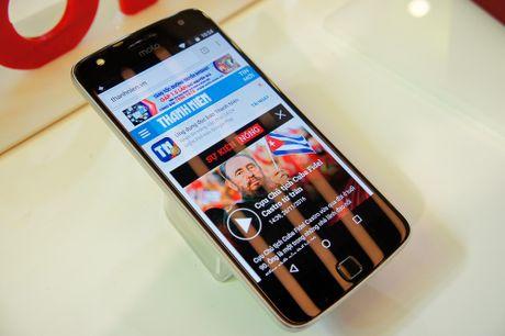 Lenovo trinh lang bo doi Moto Z va Moto Z Play ho tro phu kien mo rong - Anh 1