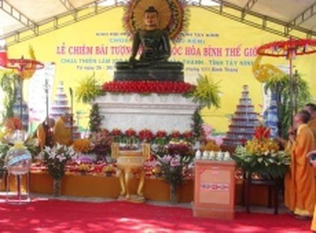 Tuong Phat ngoc hoa binh the gioi den Tay Ninh - Anh 1