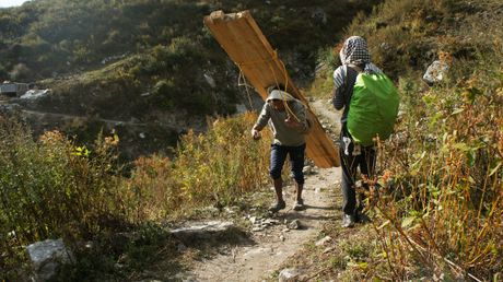 Phuot thu Viet di bo 3 ngay den ngoi lang xa xoi nhat Nepal - Anh 5