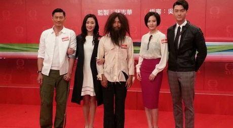 Ca si TVB doi non la, mac ao dai, hat tieng Viet - Anh 2