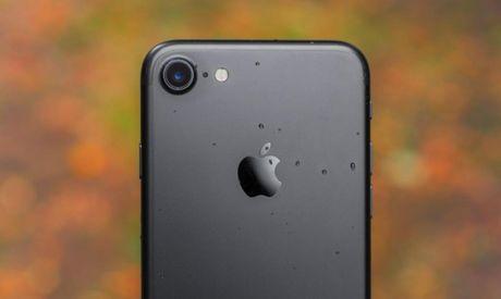 Apple: 'Dung de iPhone 7 sat dau khi goi dien thoai' - Anh 1