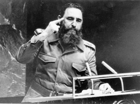 Fidel Castro - Dua vao nghich ly va mau thuan de vuon len - Anh 2