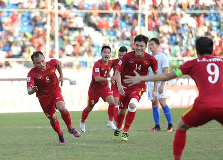 Viet Nam 0-0 Campuchia (H1): Dinh Luat nhan the do truc tiep - Anh 1