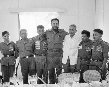 Hinh anh Fidel Castro voi cac lanh dao Viet Nam - Anh 2